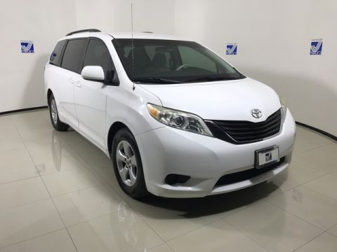 Pre-Owned 2013 Toyota Sienna  Front Wheel Drive Mini-van, Passenger