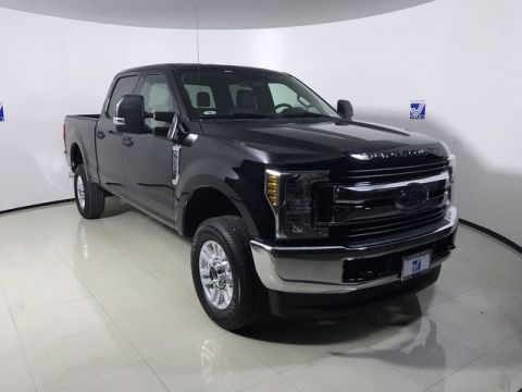 New 2019 Ford F-250 XLT Super Duty Super Crew 4WD SRW w/Liftkit Package